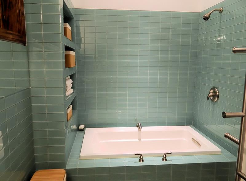 23 Stunning Tile Shower Designs-18