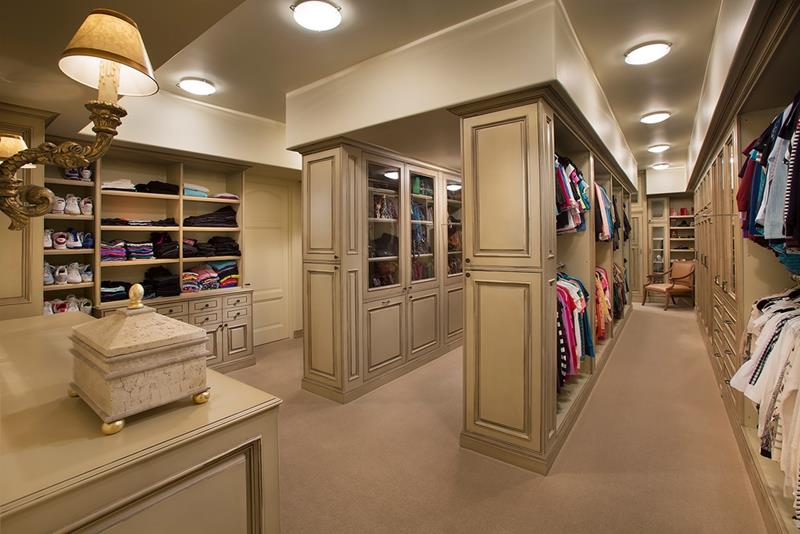 24 Jaw Dropping Walk In Closet Designs-23