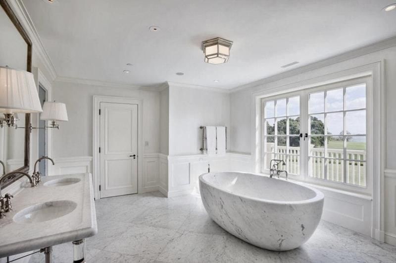 24 Luxury Master Bathrooms With Soaking Tubs-18