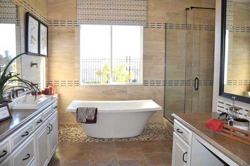 24 Luxury Master Bathrooms With Soaking Tubs-19