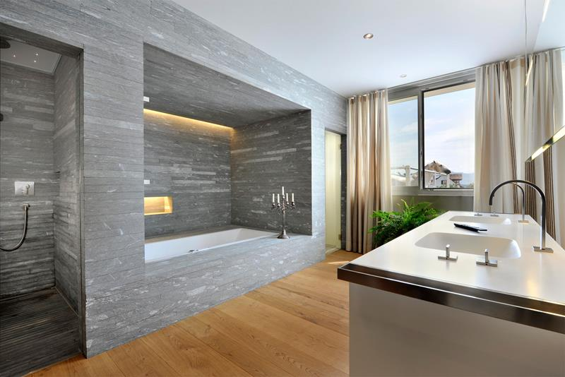 24 Luxury Master Bathrooms With Soaking Tubs-23