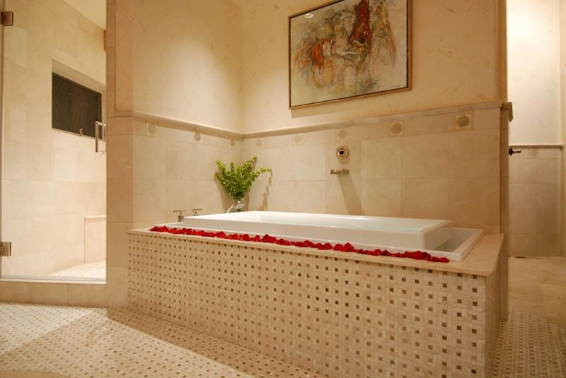24 Luxury Master Bathrooms With Soaking Tubs-9