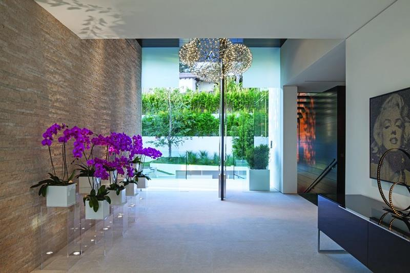 56 Beautiful And Luxurious Foyer Designs-32