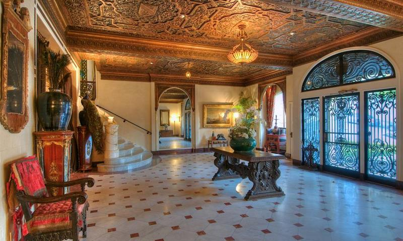 56 Beautiful And Luxurious Foyer Designs-49
