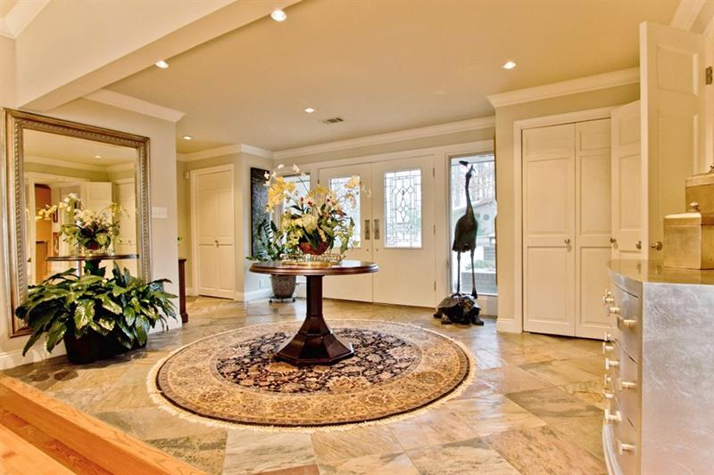 56 Beautiful And Luxurious Foyer Designs-52