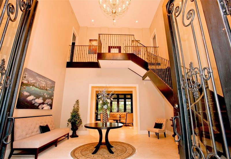 56 Beautiful And Luxurious Foyer Designs-53