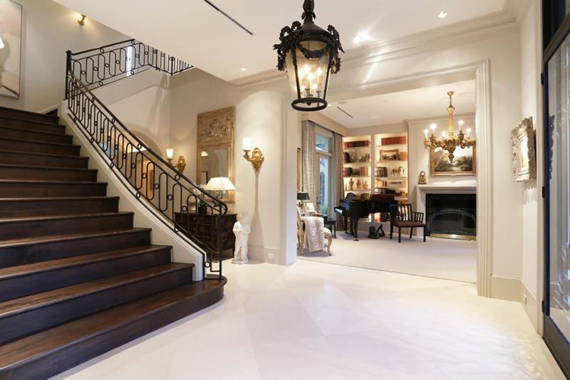 56 Beautiful And Luxurious Foyer Designs-54