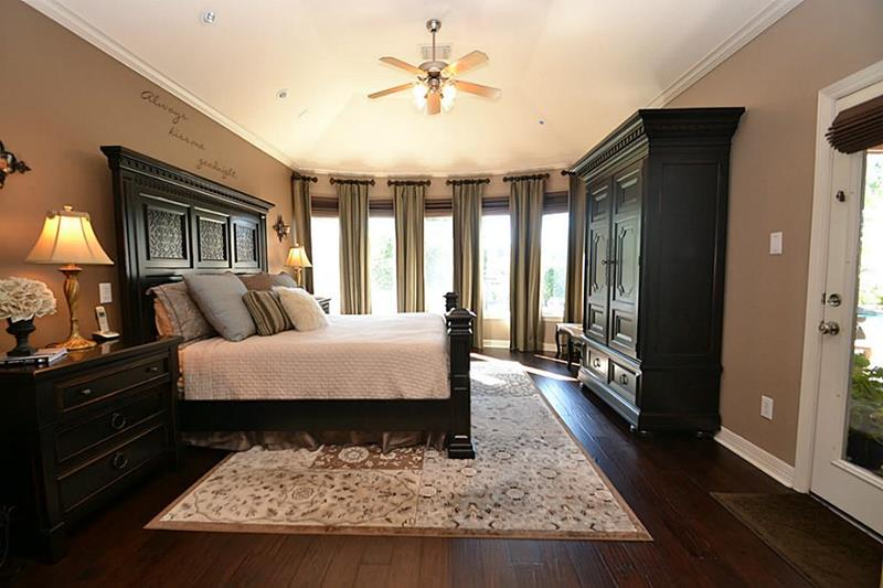 70 Custom Master Bedrooms-12