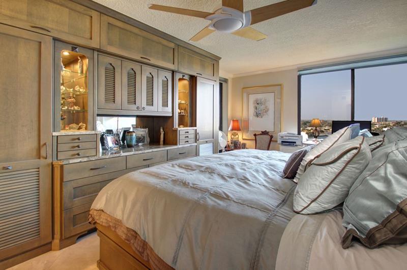 70 Custom Master Bedrooms-16