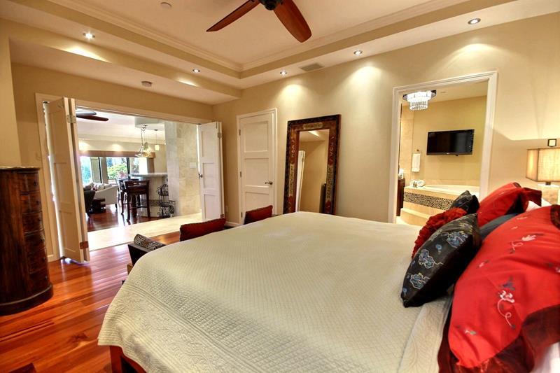 70 Custom Master Bedrooms-18