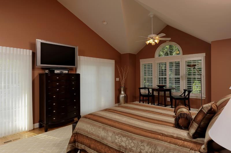 70 Custom Master Bedrooms-26