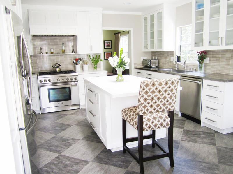 22 Stunning Kitchens With Tile Floors-10