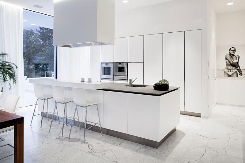 22 Stunning Kitchens With Tile Floors-19