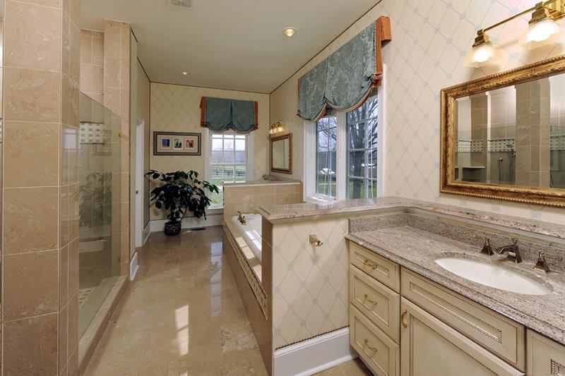 23 Master Bathrooms With Two Vanities-10