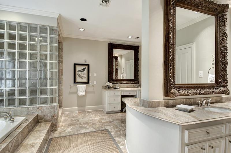 23 Master Bathrooms With Two Vanities-14