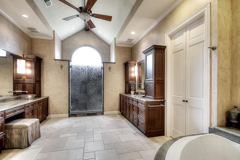23 Master Bathrooms With Two Vanities-23