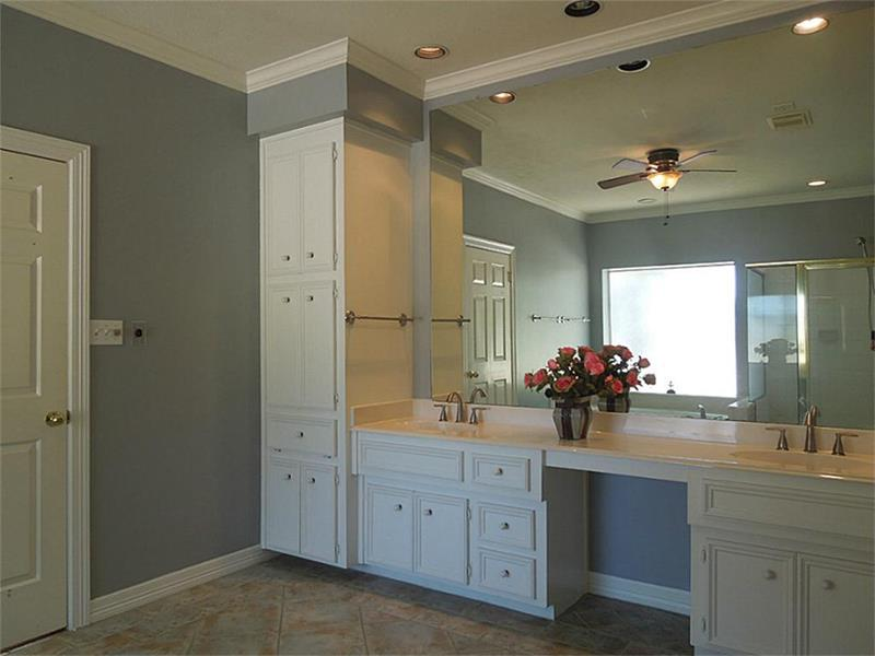 23 Master Bathrooms With Two Vanities-4