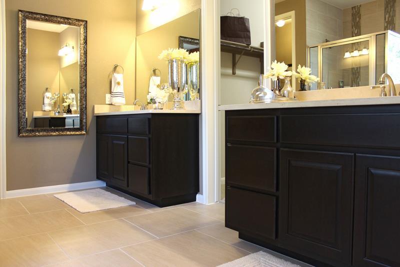 23 Master Bathrooms With Two Vanities-6