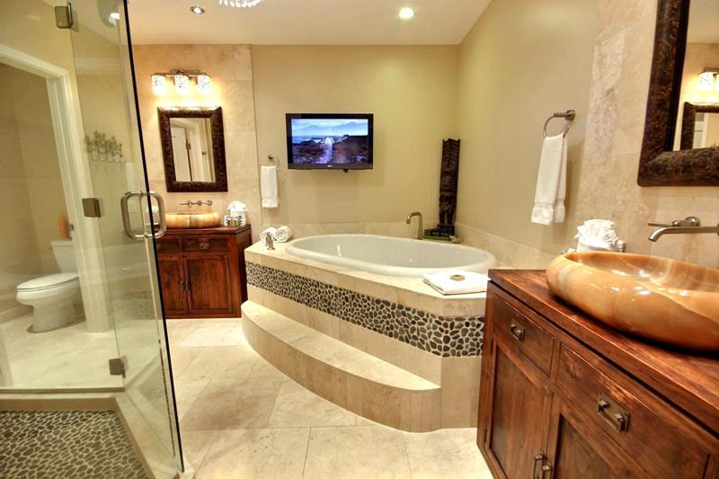 23 Master Bathrooms With Two Vanities-8