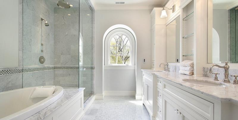 24 Beautiful Master Bathrooms-3