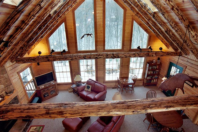 24 Living Rooms With Vaulted Ceilings-12