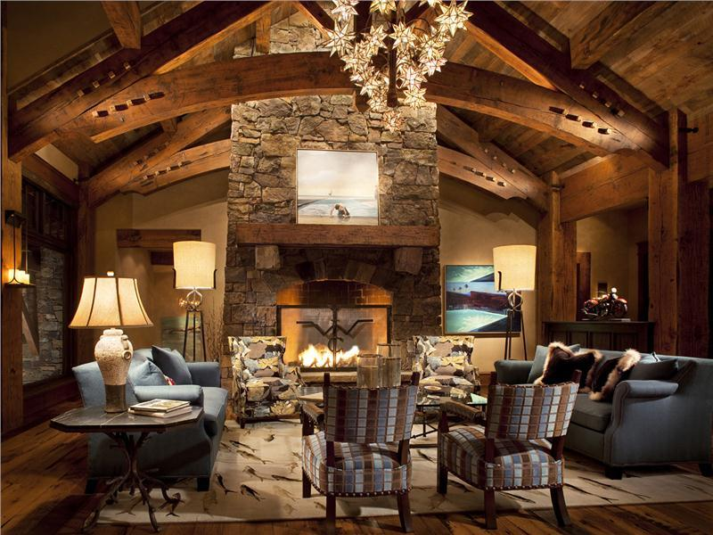 24 Living Rooms With Vaulted Ceilings-8