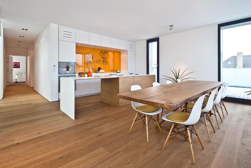 25 Beautiful Kitchens with Dining Tables-24