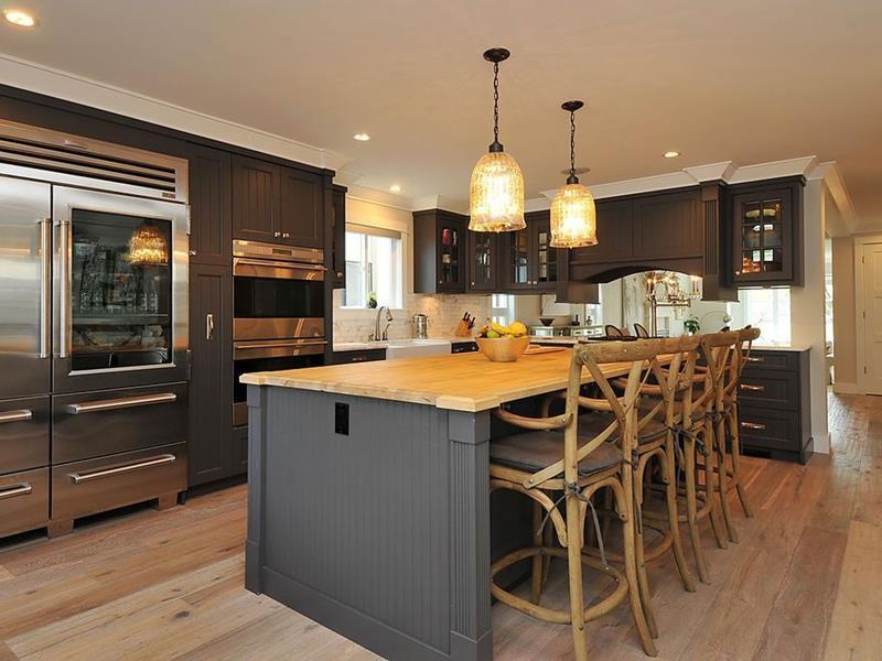 25 Elegant Kitchens with Hardwood Floors-22