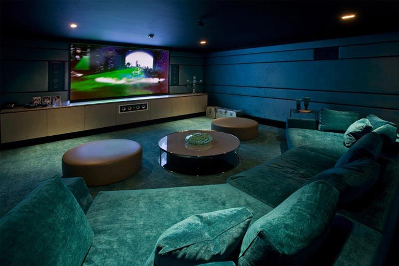 25 Jaw Dropping Home Theater Designs-19