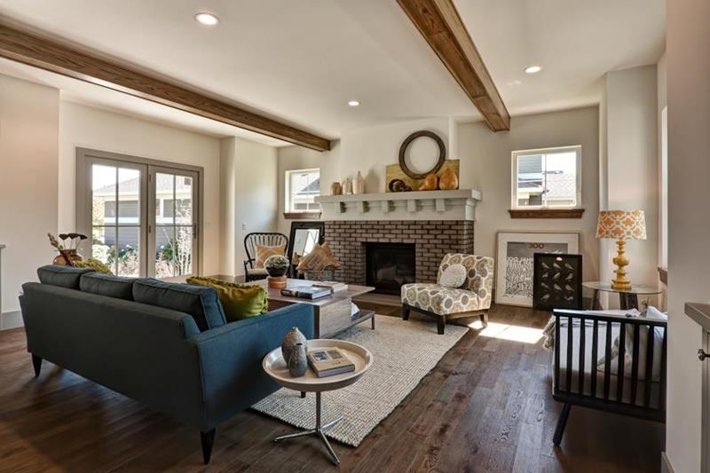 25 Living Rooms With Hardwood Floors-21