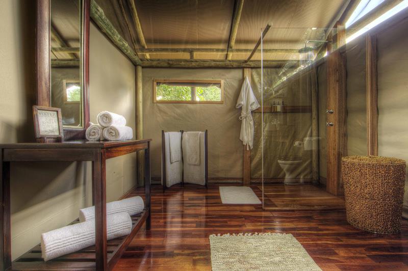 25 Luxury Walk In Showers-12