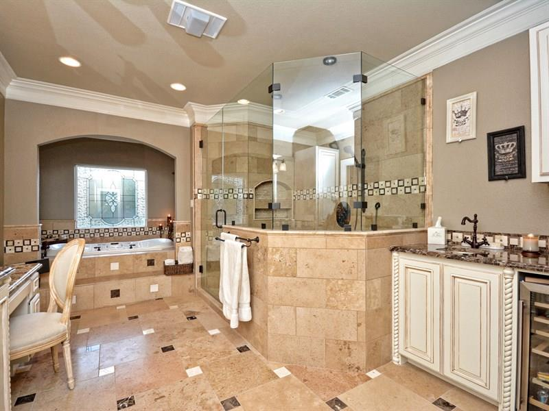25 Luxury Walk In Showers-2