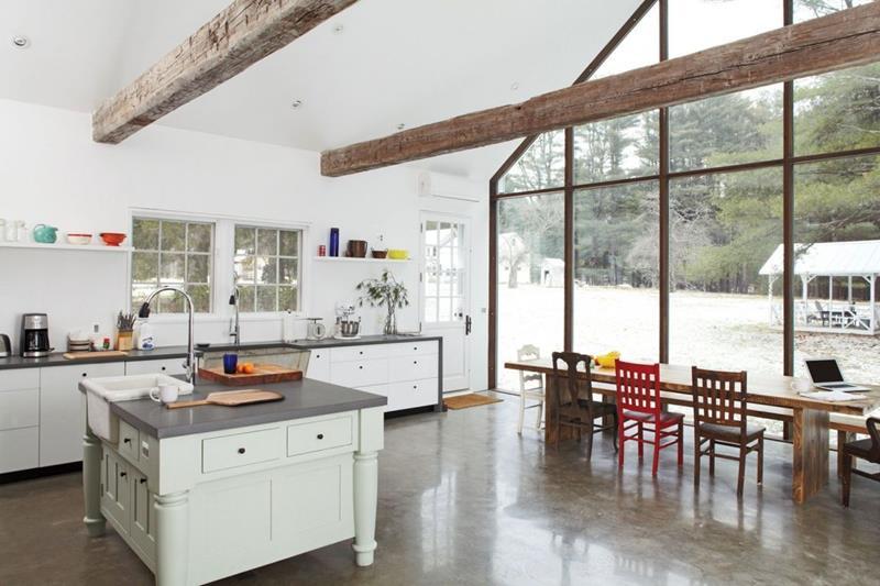 25 Stunning Kitchens with Big Windows-12