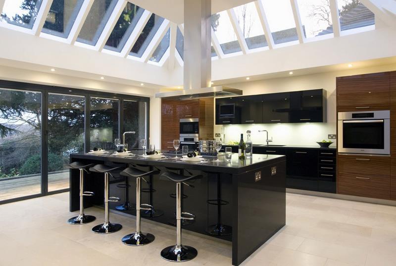 25 Stunning Kitchens with Big Windows-17