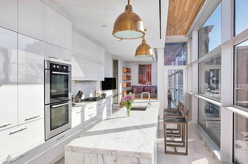 25 Stunning Kitchens with Big Windows-19
