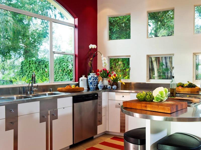25 Stunning Kitchens with Big Windows-20