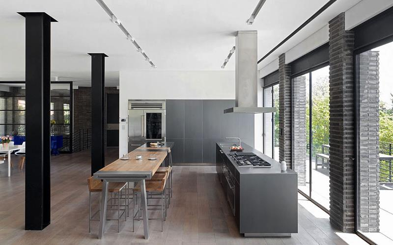 25 Stunning Kitchens with Big Windows-23
