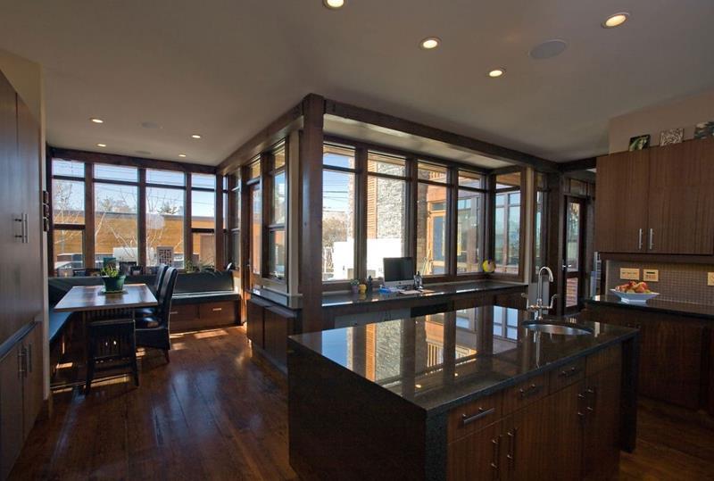 25 Stunning Kitchens with Big Windows-24