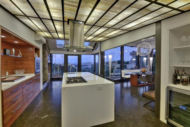 25 Stunning Kitchens with Big Windows-25