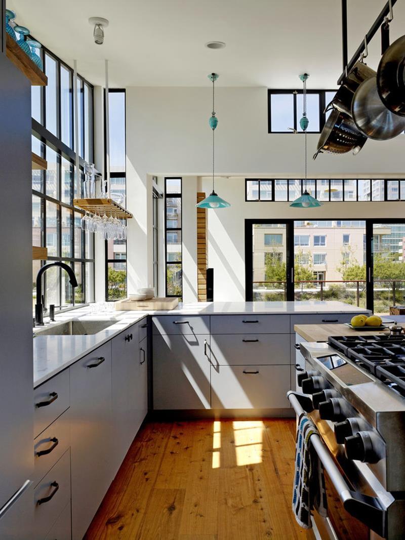 25 Stunning Kitchens with Big Windows-4