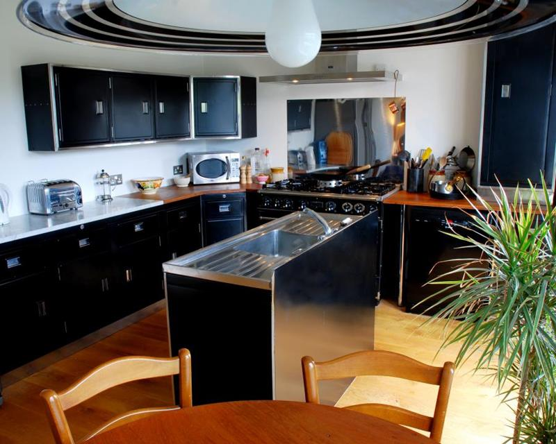 25 Windowless Kitchen Design Ideas-21