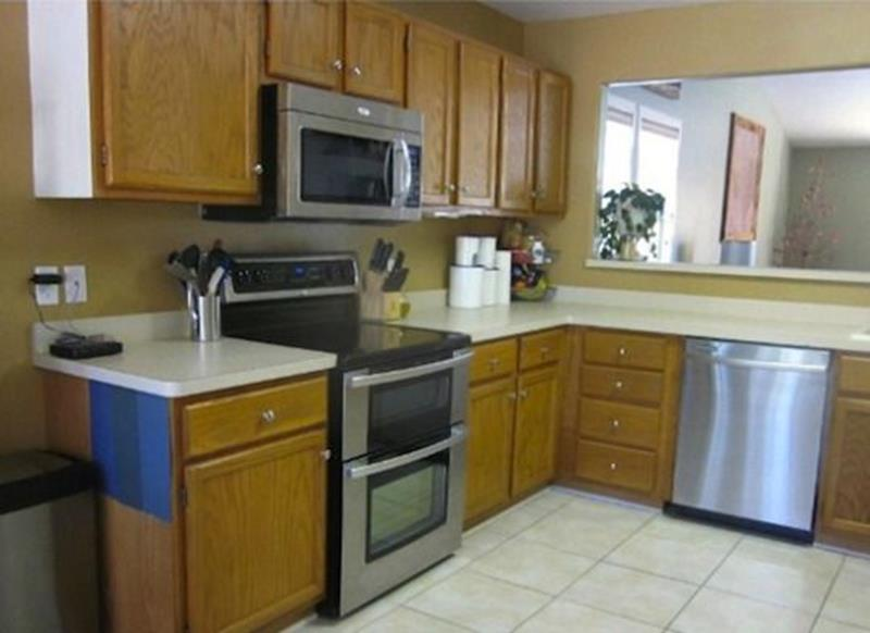 20 Pictures of Before and After Kitchen Makeovers With Cost-1
