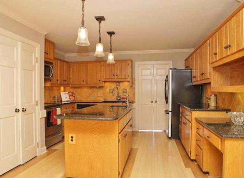 20 Pictures of Before and After Kitchen Makeovers With Cost-15