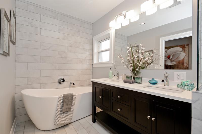 23 Marble Master Bathroom Designs-1