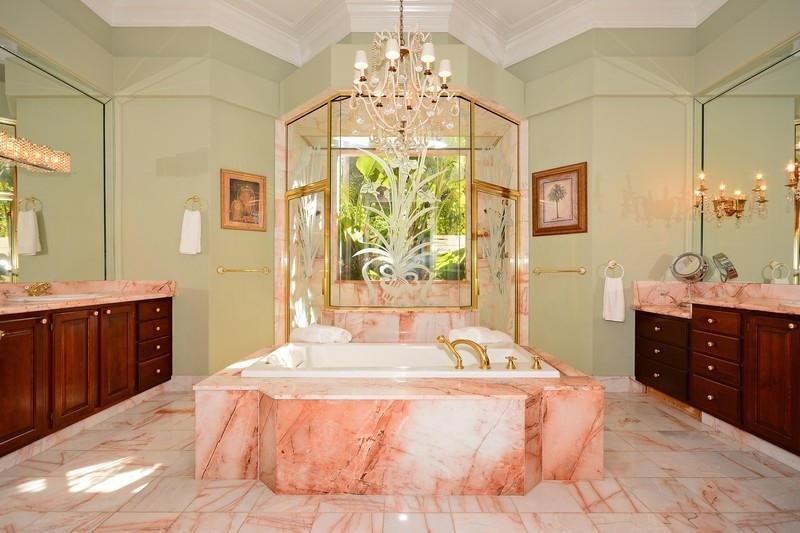 23 Marble Master Bathroom Designs-15