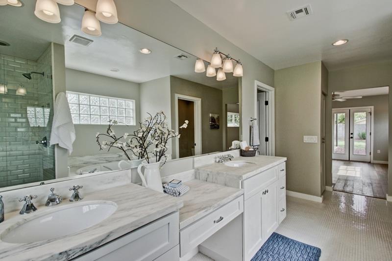 23 Marble Master Bathroom Designs-19