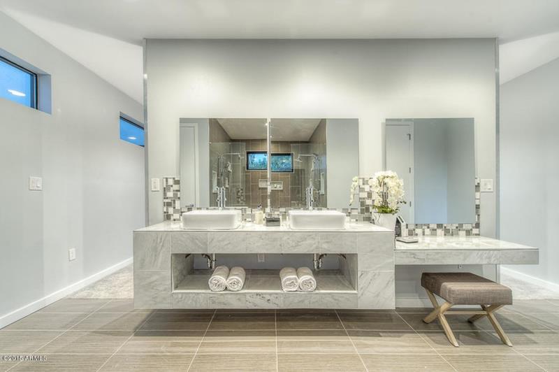 23 Marble Master Bathroom Designs-2