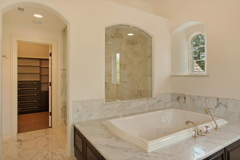 23 Marble Master Bathroom Designs-20
