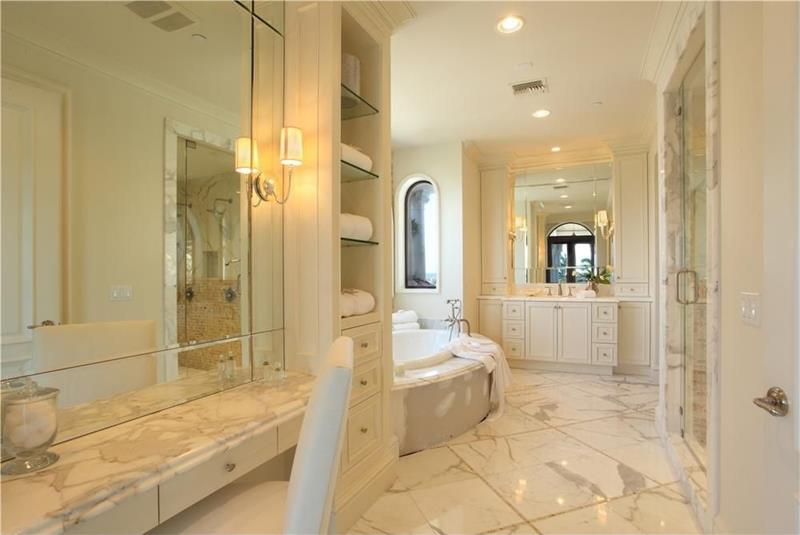 23 Marble Master Bathroom Designs-23