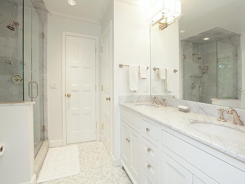 23 Marble Master Bathroom Designs-title